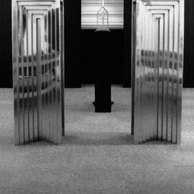 Skulptur i rostfritt stål för Västerhaninge bibliotek, 1979