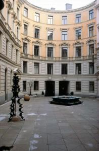 Fersenska palatsets innergård. Numera Handelsbankens kontorsbyggnad.
