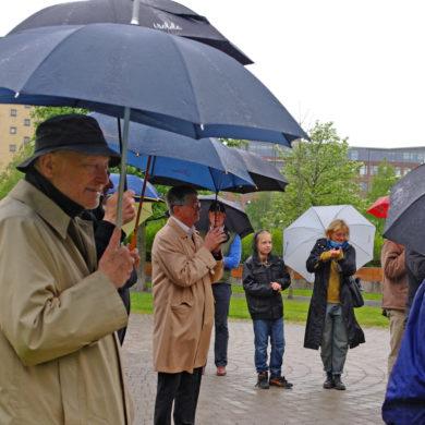 Marianne, Sivert, barnbarnet Egil, dotter Anna Lindblom-Vaara i regnet Foto: Jan Öqvist
