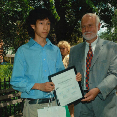 Jedtsada Laucharoen of the Horace Mann School (winner in the physics category) receives the grand price from Amb. Anneling Consul General of Sweden in New York, June 13, 2005 Photo: Catarina Lundgren Åström