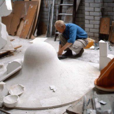 Ateljé Locarno, 1966 i arbete inför en skulptur för Vällingby, Stockholm