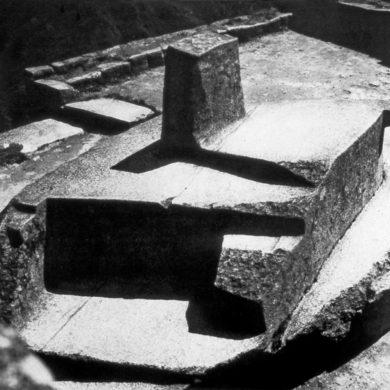 Intihuatana; huggen i klippan Machu Picchu, Peru. Intihuatana var en rituell sten från Inkakulturen att positionera solen vid olika tidpunkter.
