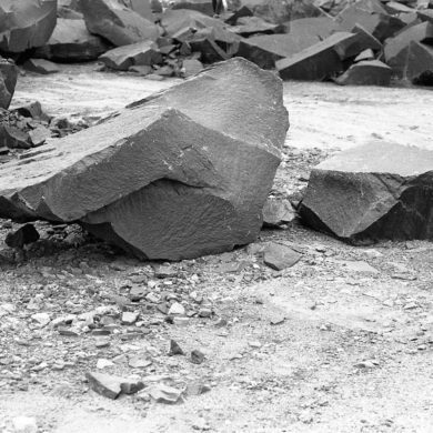 Diabasblock, svart granit, Boalt stenbrott, Göinge, Skåne