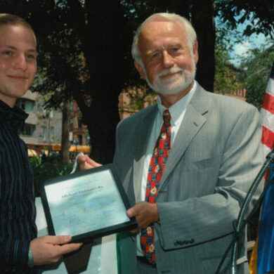 Michael Vishnevetsky of Midwood High School at Brooklyn College (winner in the medicine category) receives the grand price from Amb. Kjell Anneling Consul General of Sweden in New York, June 13, 2005 Photo: Catarina Lundgren Åström